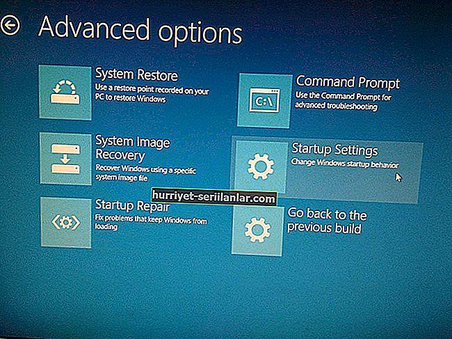 Windows 10 Nisan Güncellemesine yükseltme sırasında bilgisayarın önyükleme döngüsünde takılı kalması